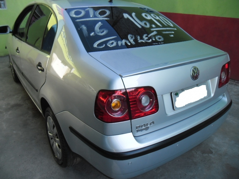 VOLKSWAGEN - Polo Sedan 1.6 - 2010